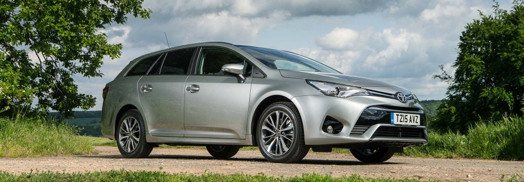 2015-Avensis-touring-sports-exterior-static-3