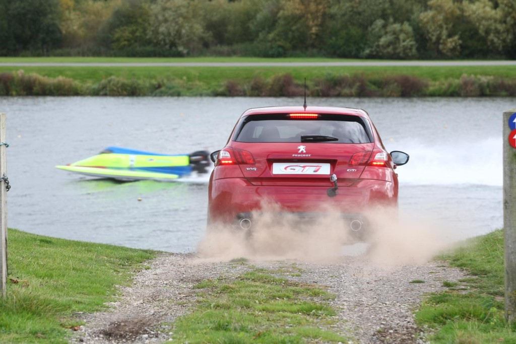 1092351_PEUGEOT 308 GTi vs Powerboat 3474