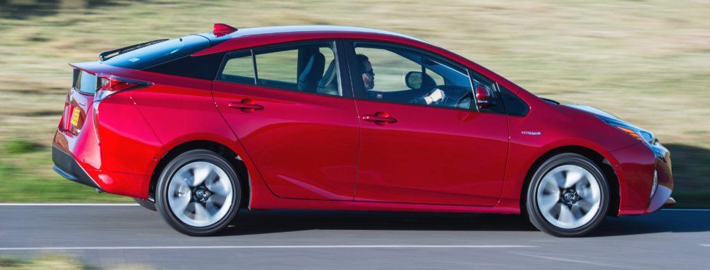 2016-Toyota-Prius-exterior-dynamic-10