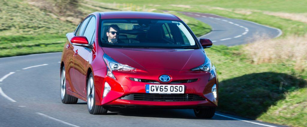 2016-Toyota-Prius-exterior-dynamic-6