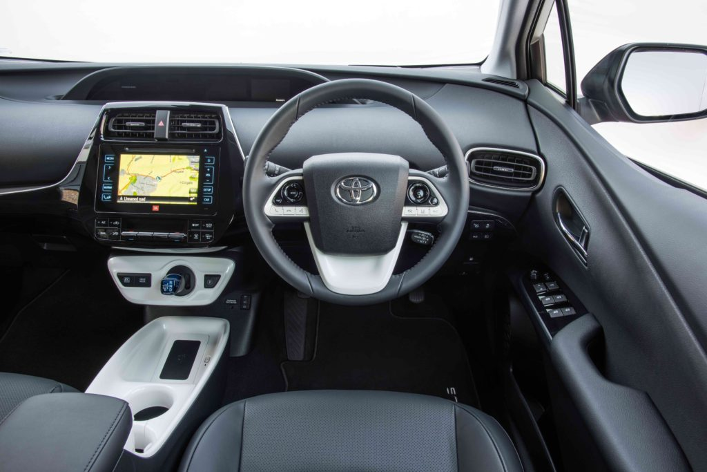 2016-Toyota-Prius-interior-3