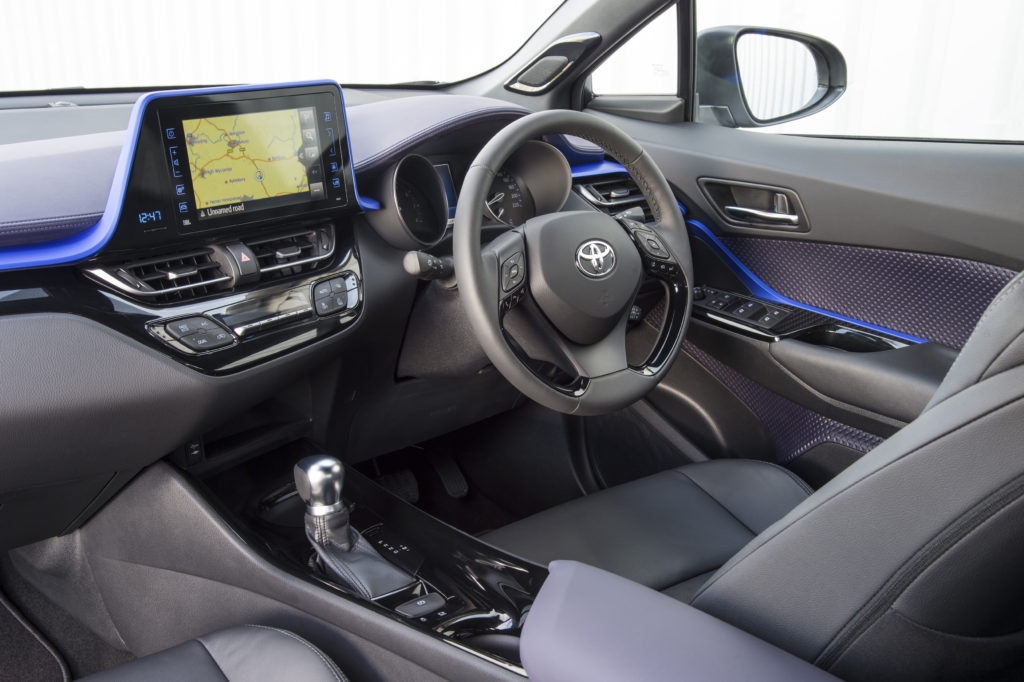 2016_Toyota_C-HR_INT_02