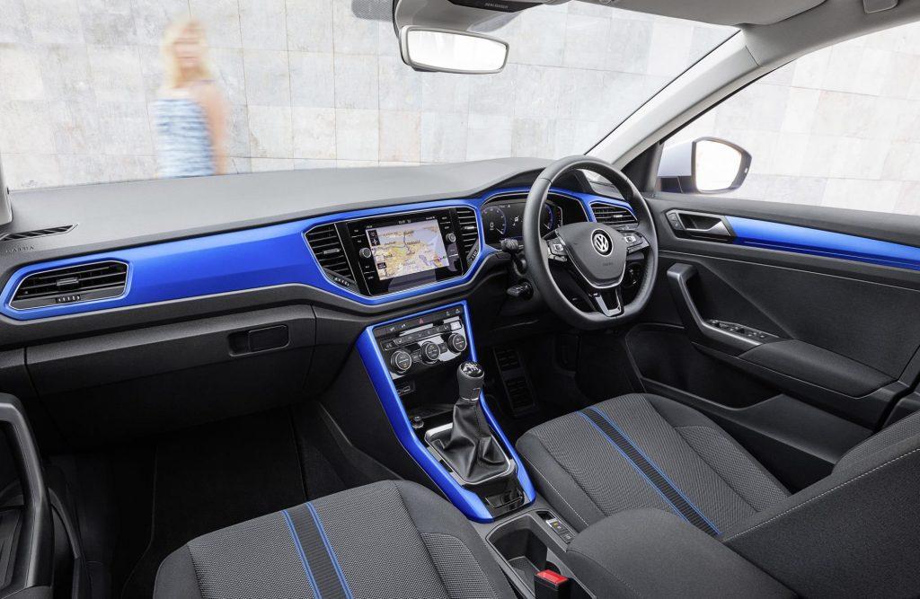 1545295_Volkswagen_T-Roc_f